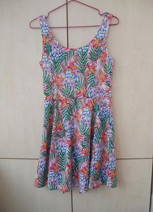 Пестрое летнее платье