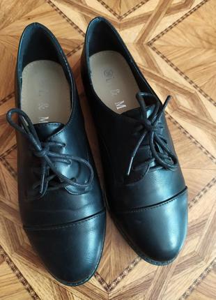 Классные черные стильные туфли на шнуровке
