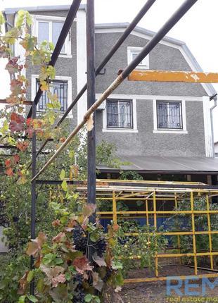 Просторный дом в Овидиопольском районе, Прилиманское. Цветочная
