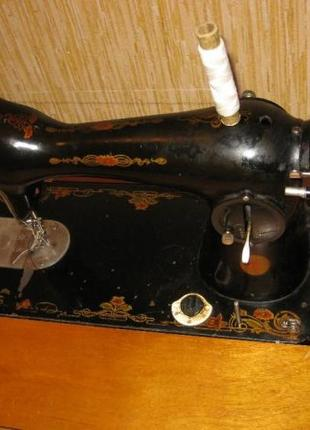 Ретро швейная машинка Чайка 2