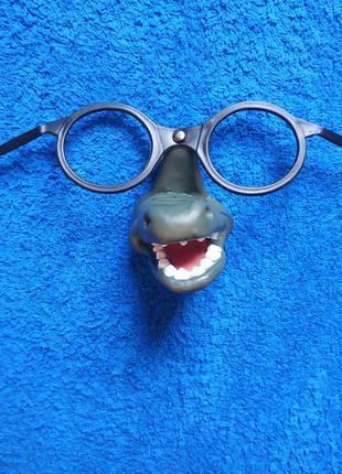 Маска крокодил в очках