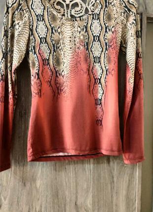 Красивый свитер с шикарной спинкой