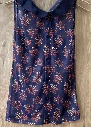 Прозрачная синяя летняя блуза с цветочным принтом