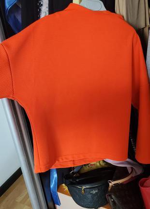 Яркий оранжевый свитшот