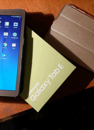 Планшет Samsung Galaxy Tab E SM-T561