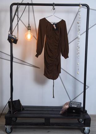 Платье в рубчик с рукавами фонариками. prettylittlething