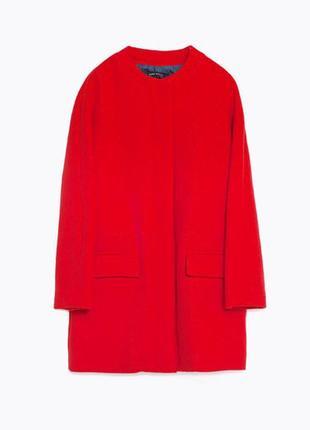 Легкое кораллово-красное пальто zara