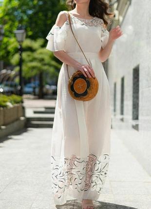 668.   белое вечернее платье из натурального льна