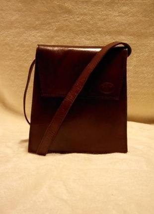 Кожаная,корпусная наплечная сумка