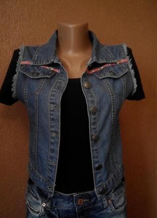 Жилетка джинсовая размер 4-6