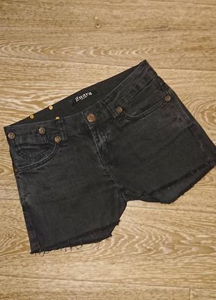 Стильные джинсовые шорты с рваными краями размер 28 s/m