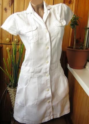 Удобная модель льняного платья-халата с застежками по всей длине