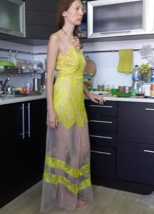 Нереальное платье из бежевой сетки и лимонного кружева