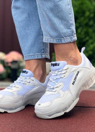 Крутые женские кроссовки balenciaga triple s белые