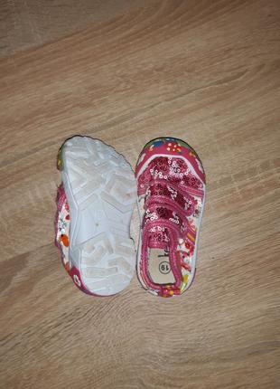 Обувь на девочку 19-20 размер. Лето/осень