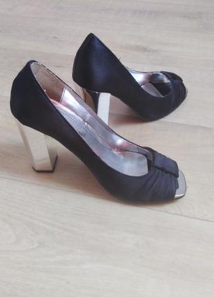 Туфли с открытым носком на зеркальном каблуке