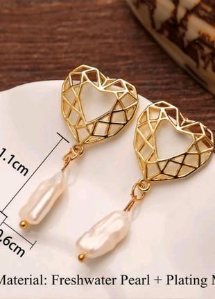 Трендовые серьги под золото геометрическое сердце с барочным ж...