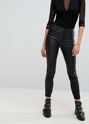 Черные джинсы скинни с покрытием