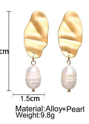 Трендовые гнутые серьги с барочным жемчугом