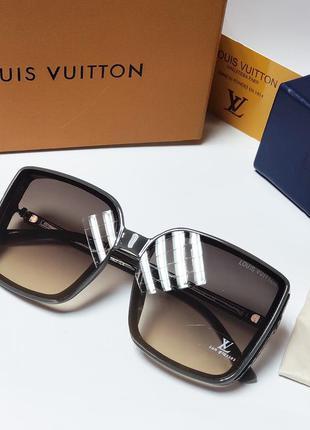 Стильные женские очки в серой оправе