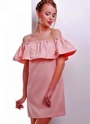Платье с воланом и поясом.