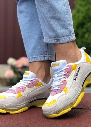Крутые женские кроссовки balenciaga triple s бежевые с жёлтым
