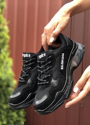 Крутые женские кроссовки balenciaga triple s чёрные