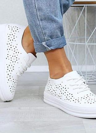 Летние кроссовки в дырочку перфорация белые