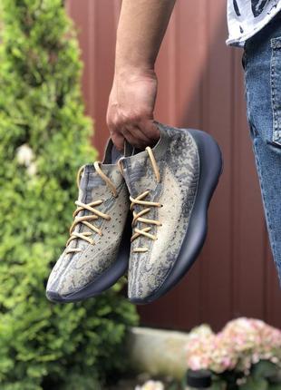 Крутые мужские кроссовки adidas yeezy boost 380 бежевые с серым