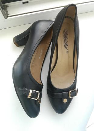 Женские туфли средний устойчивый каблук