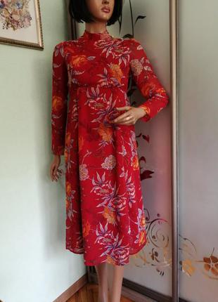 Модное красивое платье в цветочный принт