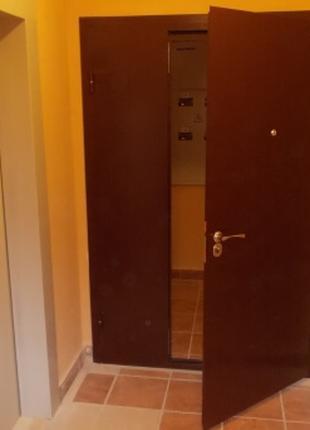 Тамбурные двери, перегородки, решетки. Металлические двери.