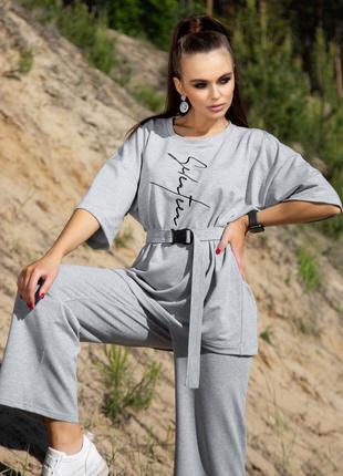 Костюм женский с штанами и футболкой свободного кроя серого цвета