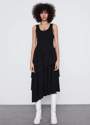 Стильное черное платье с воланами от zara