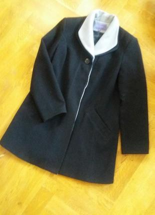 Симпатичное черное пальто р.12