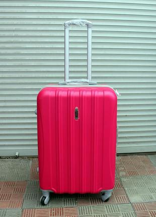 Чемодан ,средний чемодан, пластиковый чемодан, женский чемодан...