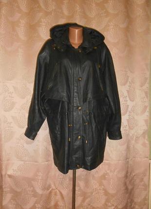 Кожаная утепленная куртка с капюшоном