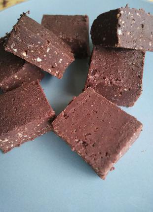 Натуральные шоколадные конфеты из не обжаренных какао бобов.