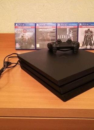 Продам Sony PlayStation 4 pro 1tb (Новая) + 4 игры.