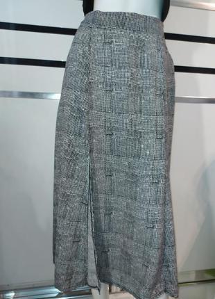 Натуральная юбка миди с разрезом спереди