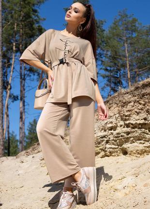 Костюм женский с штанами и футболкой свободного кроя бежевый