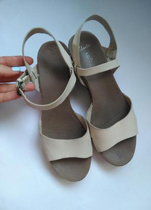 Кожаные босоножки сандали на плетенной танкетке
