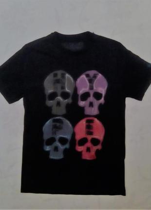 Черная футболка с черепами надпись hype