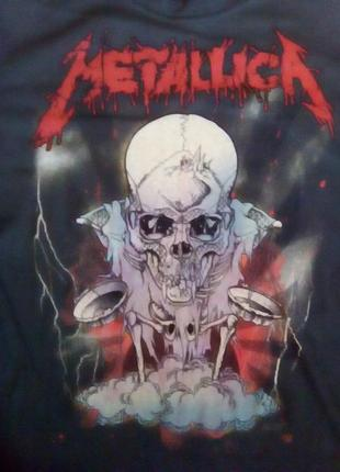 Серая приталенная футболка с надписью metallica