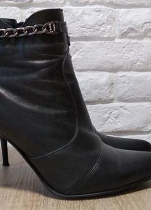 Кожаные ботинки на шпильке