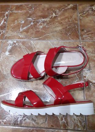 Босоножки женские красные,размер 40