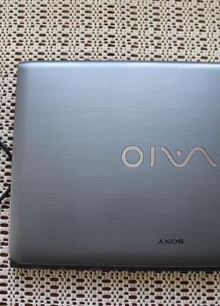 Ноутбук Sony Vaio SVE1511Y1ESI + мишка та килимок