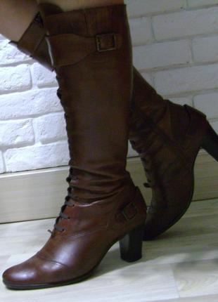 Женские демисезонные сапоги итальянского бренда Venturini