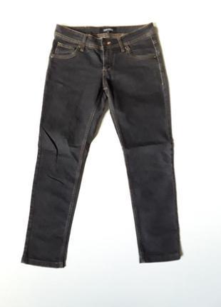 Черные джинсы слим
