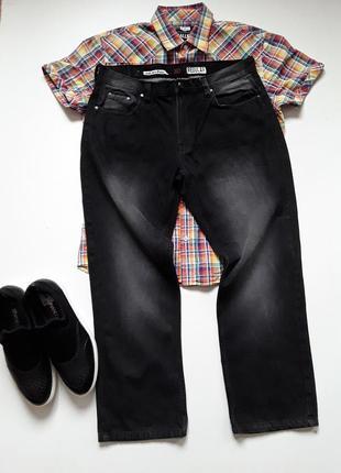 Черные джинсы с потертостями